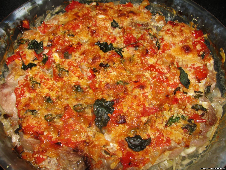 Мясо запеченное под помидорным соусом