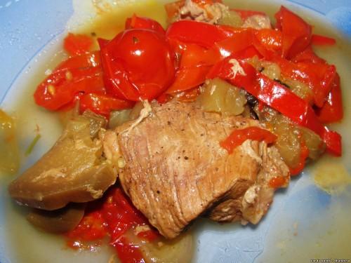 Мясо тушеное в овощах